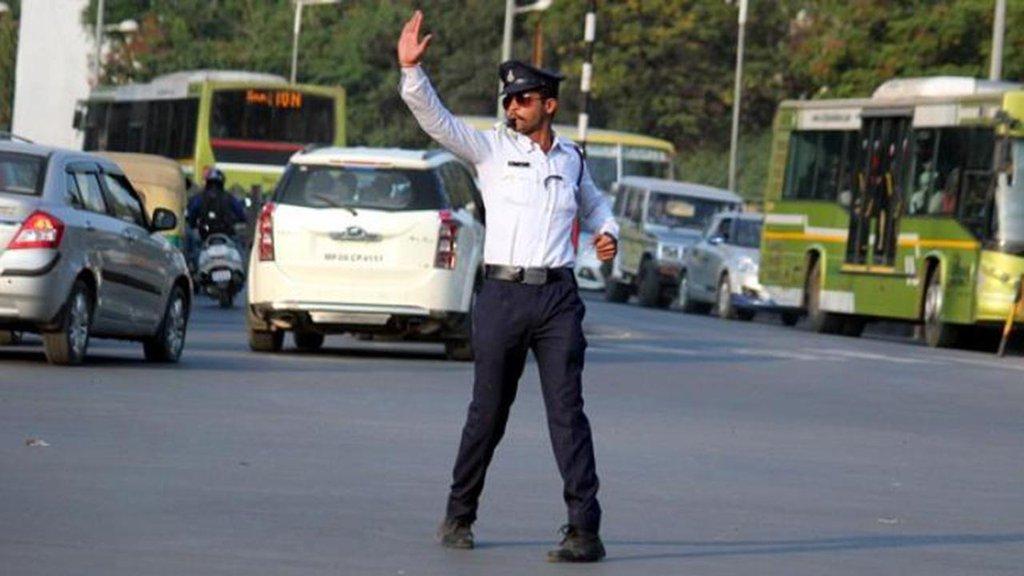 yabancı-trafik-polisi.jpg